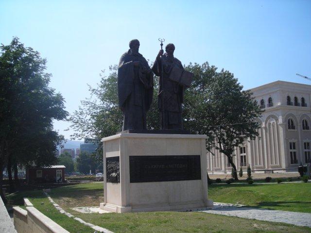 Pomnik św.św. Cyryla i Metodego w Skopju